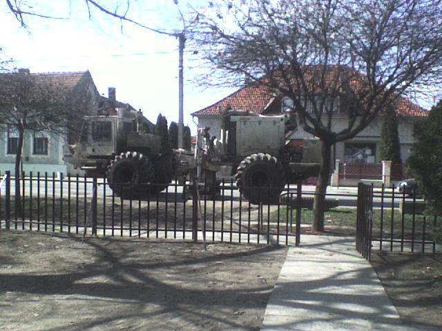 Szeizmikus rezgéskeltő kutatójármű Eleken, 2009. március 17.