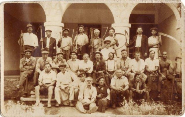 Eleki iparosok 1950 körül, aratás idején