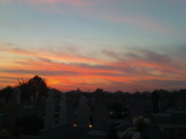 Látvány délnyugat felé az eleki temetőben napnyugta után, 2011. október 29.