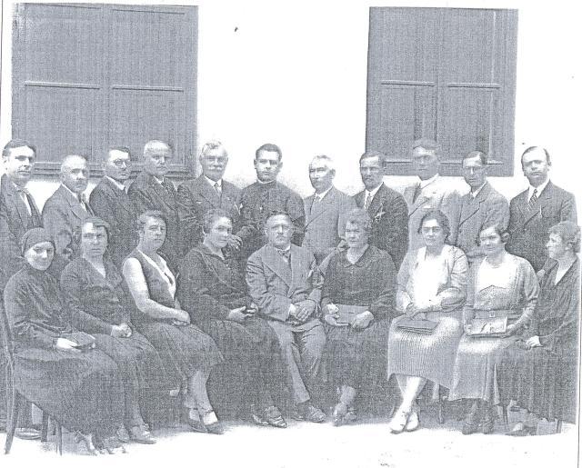 A polgári iskola tantestülete a 30-as években.