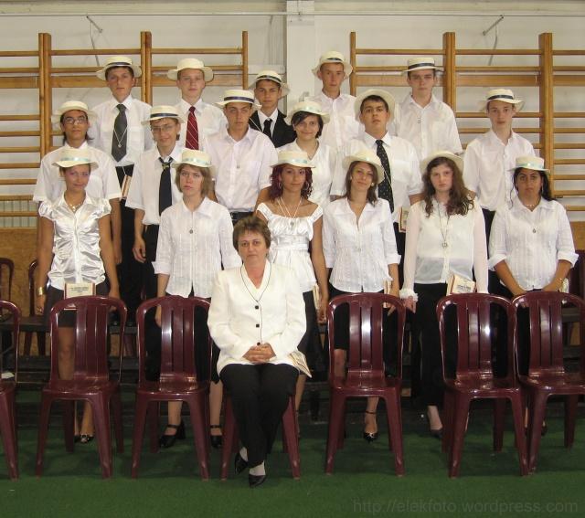 A 2008. évi 8.B osztály, Korcsokné Enyedi Katalin osztályfőnökkel.