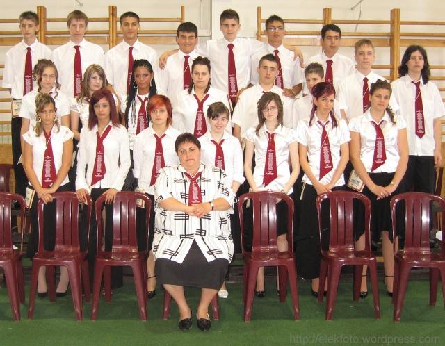 A 2008. évi 8.C osztály, Szegedi Károlyné osztályfőnökkel.