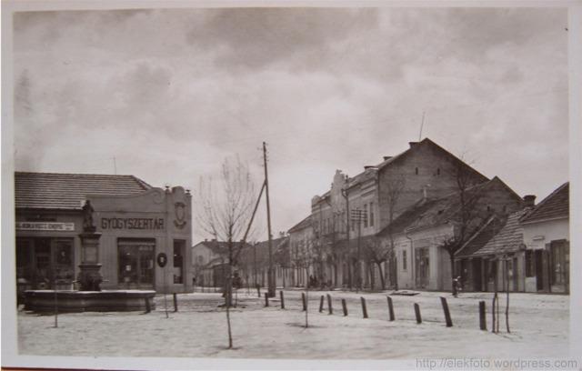 A Harruckern (akkoriban Wenckheim) - tér 1930-ban egy képeslapon
