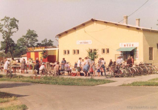Az eleki piactér az 1980-as évek elején
