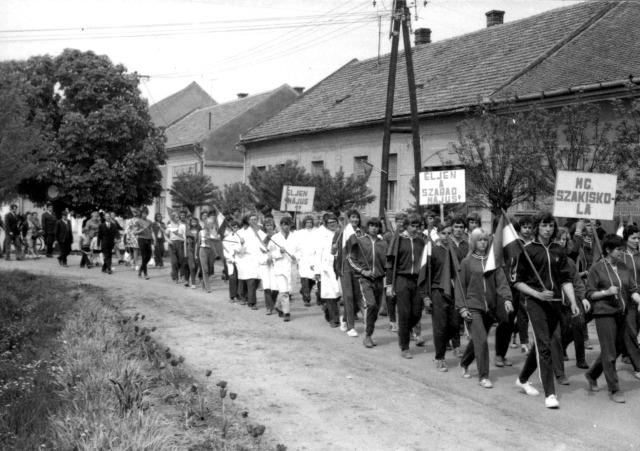 A szakiskola diákjai is felvonultak.