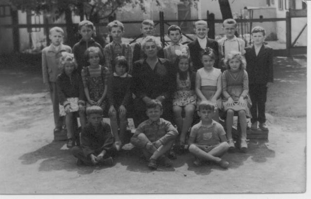 Az 1958-59-es tanév német tagozatos 2. osztálya