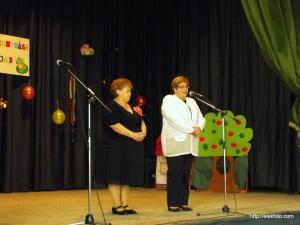 Az est fő szervezője, Dr. Heim Lajosné alpolgármester a művelődési ház vezetőjével, Árgyelán Györgynével.