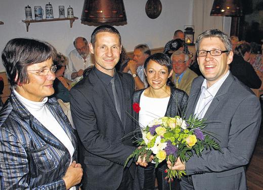 Thorsten Wozniak, az újonnan megválasztott gerolzhofeni polgármester a győzelmet ünnepli