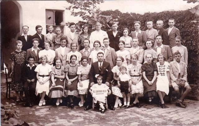 Ifj. Gavanda Béla Tánciskolájának eleki résztvevői 1938 körül
