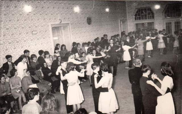 Az 1965-ös táncvizsgabál az eleki kultúrházban.