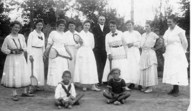 Teniszező eleki hölgyek 1918-20 körül