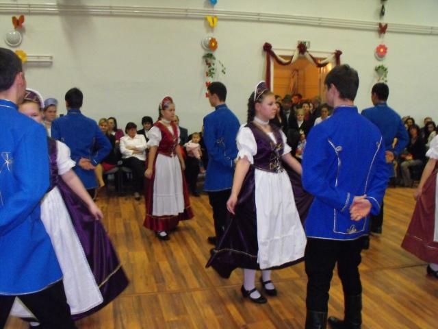 A palotást táncolók