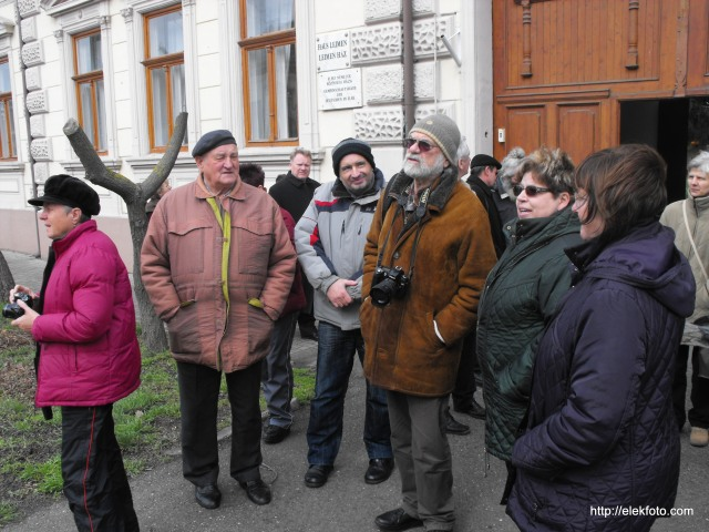 A vendégekkel a Leimen-ház előtt. Balról jobbra: Wittmann György, Rapajkó Tibor, RÁday Mihály, Dr. Heimné Máté Mária alpolgármester, valamint Mészáros Zsuzsa fő szervező