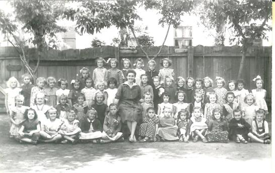 Az 1956-os 1. lányosztály névsora (balról jobbra) Hátsó álló sor: Marosán Ilona, Gábor Irén, Nagy Rózsa, Ónody Erzsébet, Ottlakán Erzsébet, Krizsán Ilona, Ollár Zsófia Álló sor: Sípos Teréz, Kopács Róza, Papp Lujza, Méri Ilona, Krisán Éva, Barkoczi Erzsébet, Bajusz Ilona, Schtrifler Magdolna,Döme Borbála, (Margó néni), Szalóky Ibolya, Mester Klára, Papp Eszter, Szatmári Erzsébet,Jova Ilona, Müllek Ágnes, Fodor Anna, Fazekas Mária, Janecskó Júlia, Doba Mária, Szőke Franciska Térdelő sor: Berczi Julianna, Brandt Mária, Kovács Erzsébet, Krizsán Mária, Áment Kornélia,( Margó néni), Waschick Mária, Szabó Ildikó, Baukó Éva, Kúti Zsófia, Nagy Julianna, Gémes Róza, Vizi Erzsébet Ülő sor: Gyurkovics Katalin, Hack Erzsébet, Szabó Mária, Fodor Ágnes, Árgyelán Anna ,(Margó néni) Bíró Rózsa,Fodor Julianna, Ottlakán Erzsébet, Tóth Erzsébet, Nedreu Anna, Nedró Zsófia, Tóth Ilona