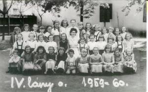 A 4. lányosztály az 1959-60-as tanévben