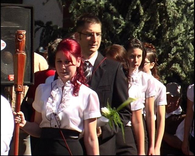 A legjobb tanuló,  mögötte osztályfőnöke,  Gerebenics Róbert