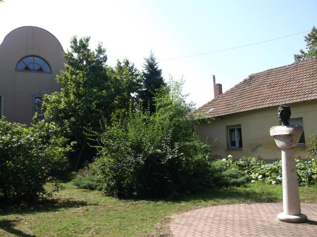 Az akkori helyszín a Szent István szoborral 2013 nyarán