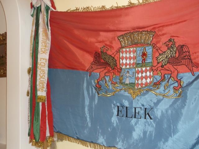 Az eleki zászló a városházán