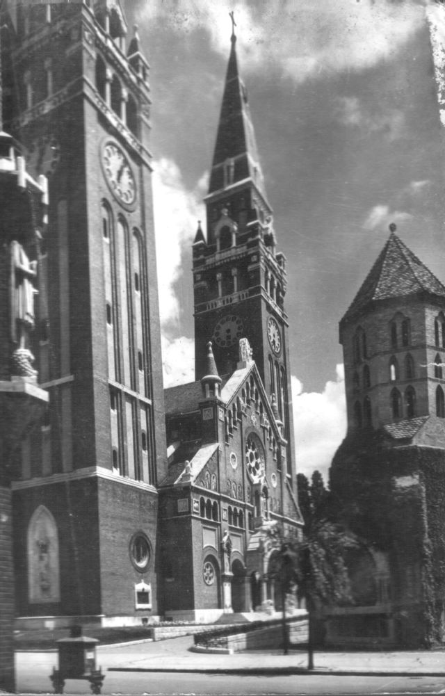 Szegedi Dóm a Dömötör-toronnyal, nyugat felől nézve. kb. 1967