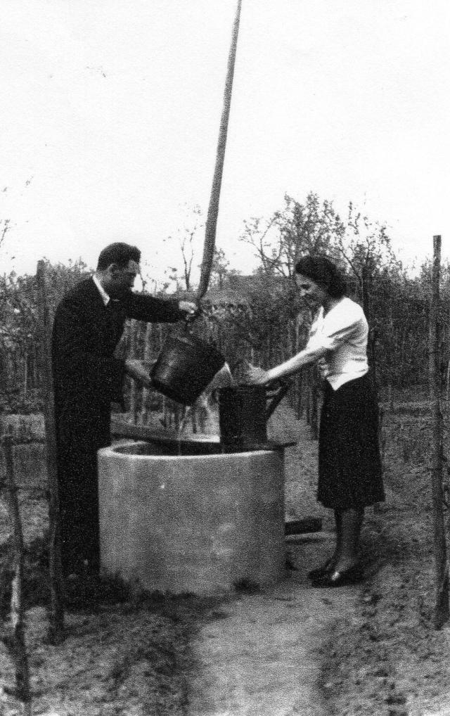 Bende Jánosné férjével Eleken 1939-40 körül