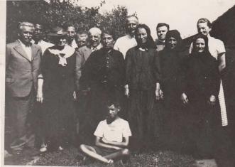 A búcsúra érkezett vendégek a Post családnál 1938 körül