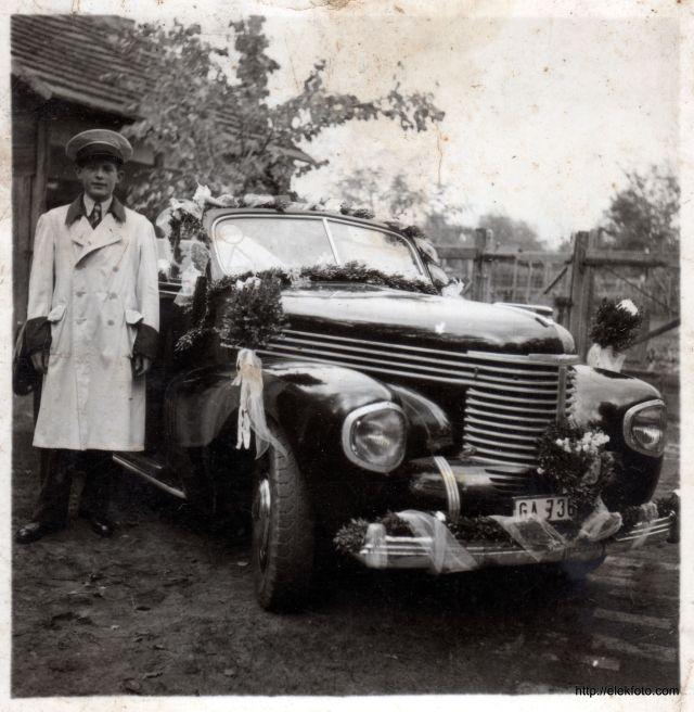Zimmermann Ferenc 17 évesen, sofőr-egyenruhában, Szelényi Ernő esküvőjén, 1941 tavaszán