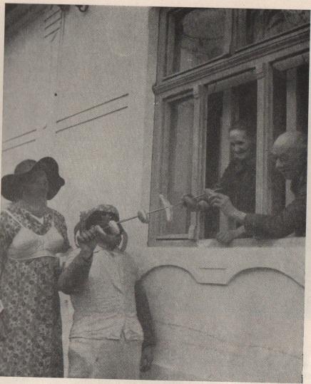 Fánkot gyűjtő maszkák Ethn.,1966, 15. Banner József felvétele