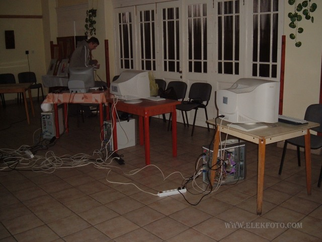Készül a LAN Party.