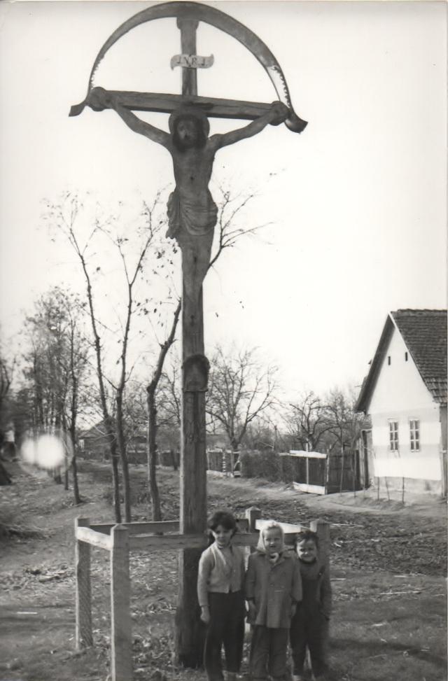 Kereszt  a Kétegyházi úton, 1960. Bannar józsef felvétele