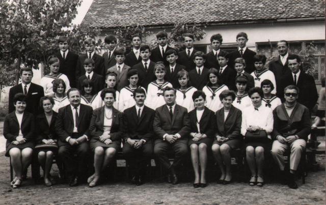 Általános Iskola Elek, 1970- 8.B osztály