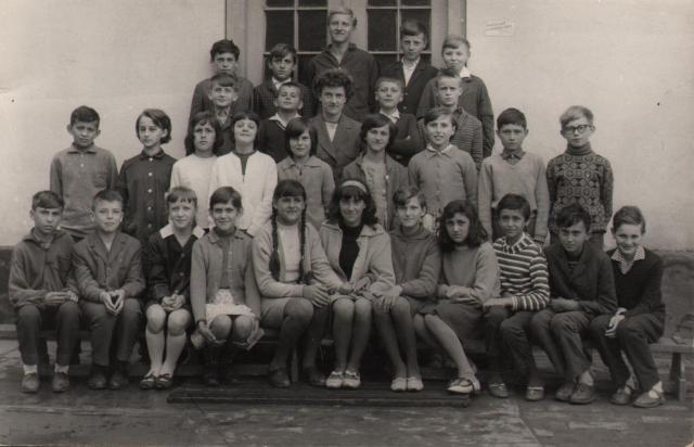 Osztálykép 1965-66-ban az eleki Általános Iskolában