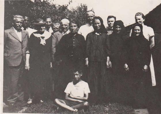 Az eleki búcsúra érkezett vendégek a Post családnál 1938 körül