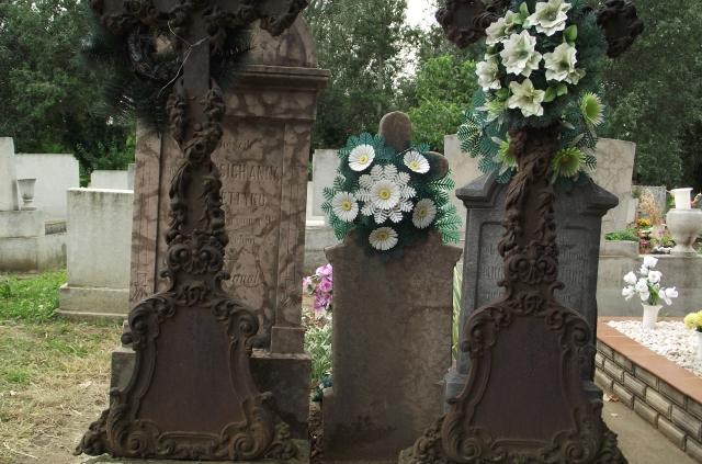 A báró Tomassich család síremléke az eleki katolikus temetőben