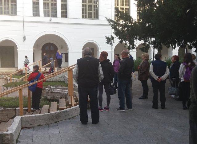 Szekszárd, a városháza udvarán